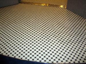 Hva synes du om dette golvet på en båt? Blir du svimmel av å tenke på det? (Foto: Asgeir Larsen)