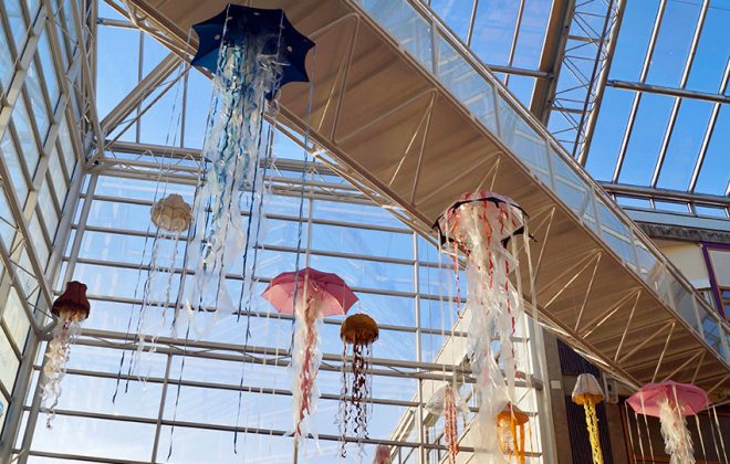 Jellyfish art installation at NTNU's campus Dragvoll. Photo.