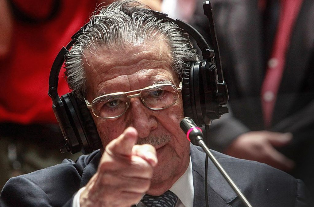 En kampvillig Rios Montt under rettssaken i 2013. Foto.