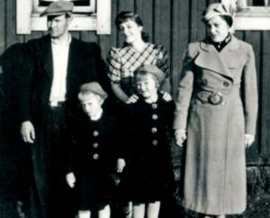 Familien Wian fra Kirkenes. Fra venstre: Pappa Bjarne, Bjarnhild, Aase, Sonja og mamma Borghild.