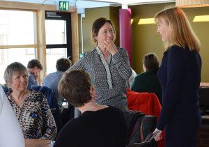 Ingrid Schulerud sammen med ansatte på Det humanistiske fakultet på NTNU
