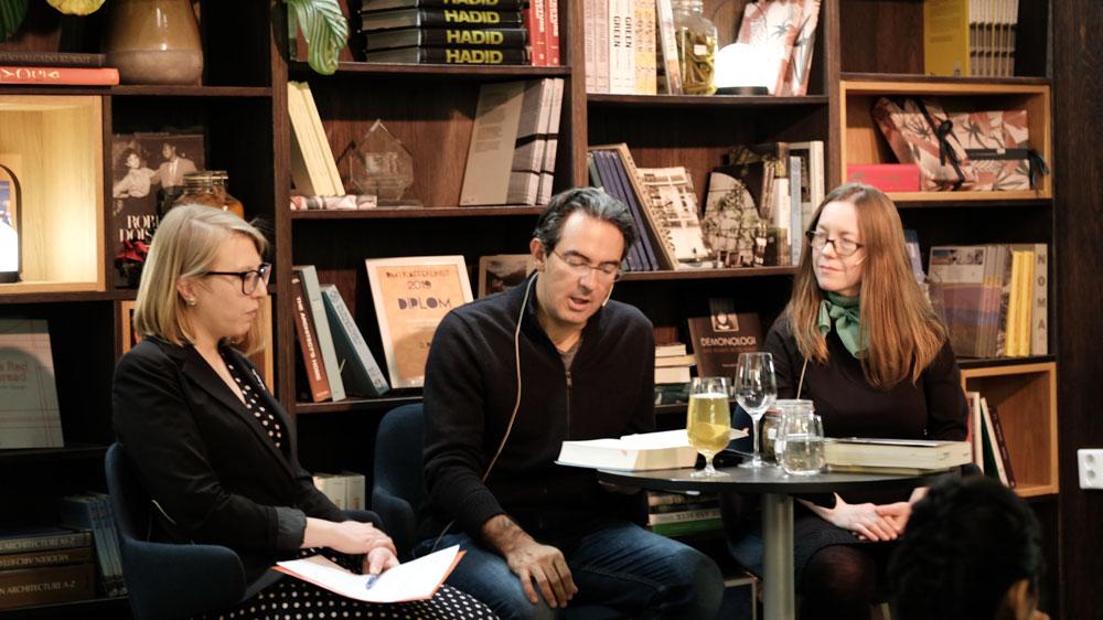 Juan Gabriel Vásquez i samtale med Alissa Vik og Anne Karine Kleveland på Litteraturhuset i Trondheim.