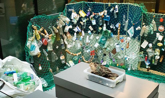 Utstilling marint avfall. foto