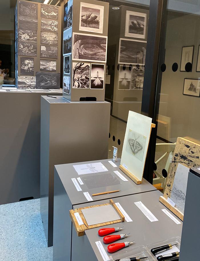 Utstillingsområde, bilder og verktøy. Foto
