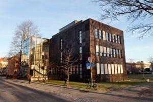 Gunnerusbiblioteket i høstsol