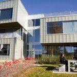 Foto fra fasade på G-bygget hvor biblioteket ligger
