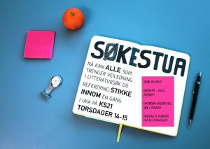 Bildecollage med skrivesaker og notatbok hvor det står Søkestua