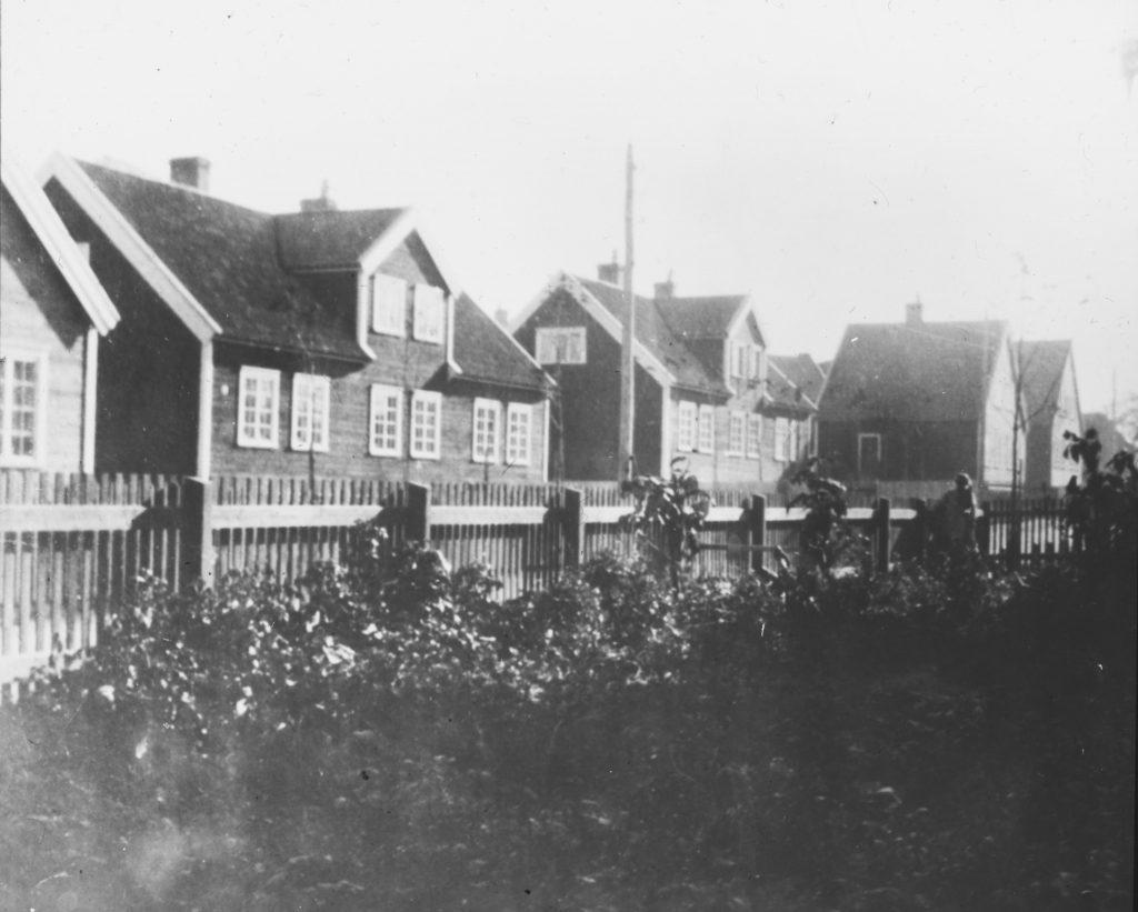 Gruppehus med tre eneboliger, Pappenheim 1917. Tek-28 Sverre Pedersen, Ms SP 727-32.