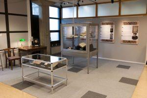 Foto av utstillingen i Gunnerusbiblioteket