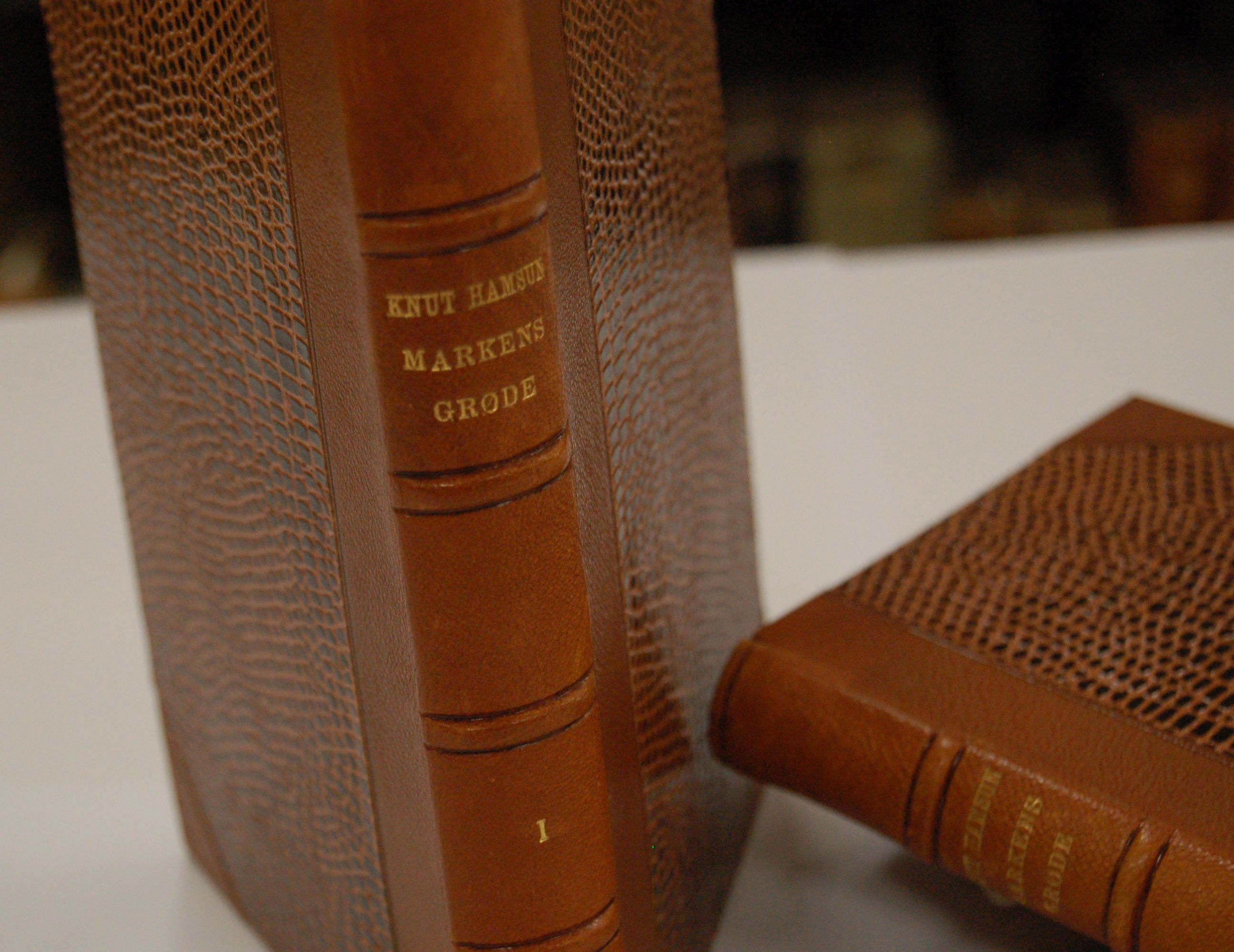 Førsteutgave av Markens grøde, Nils Volls boksamling