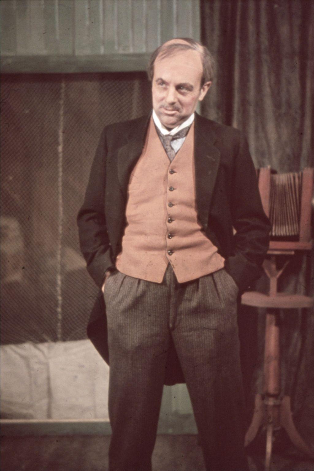 """Teatersjef Henry Gleditsch, rollebilde fra """"Vildanden"""", 1942."""