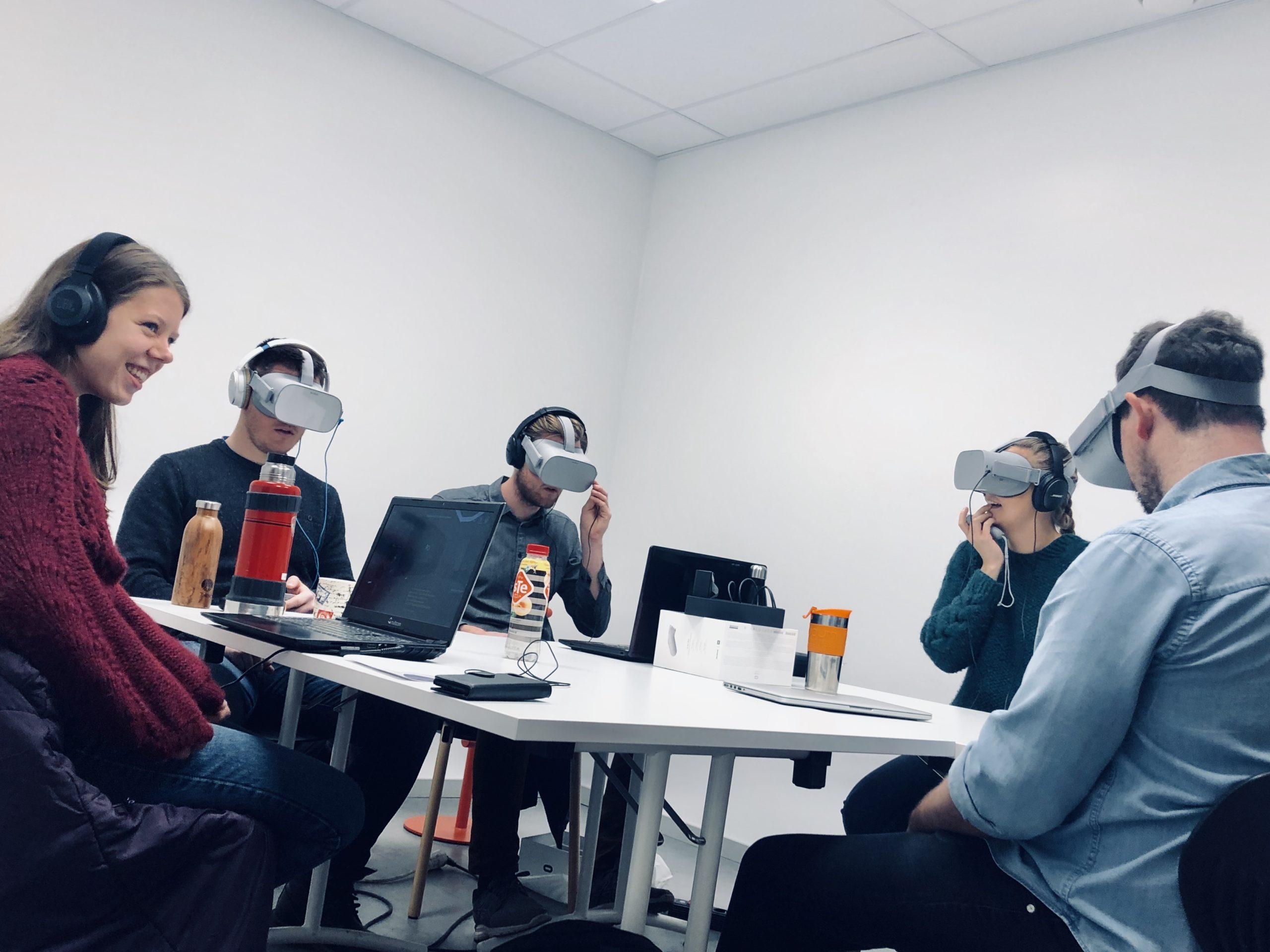 Studenter avla eksamen i VR