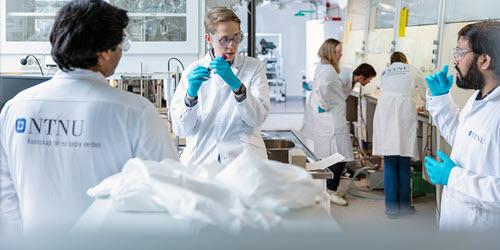Leder til nettside om NTNUs produksjon av koronatester