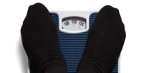 Illustrasjonsbilde av føtter på vekt. Foto: Colourbox