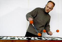 Øyvind Brandtsegg playing the vibraphone. Photo.