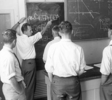 Jens lecturing on block diagrams in 1956.
