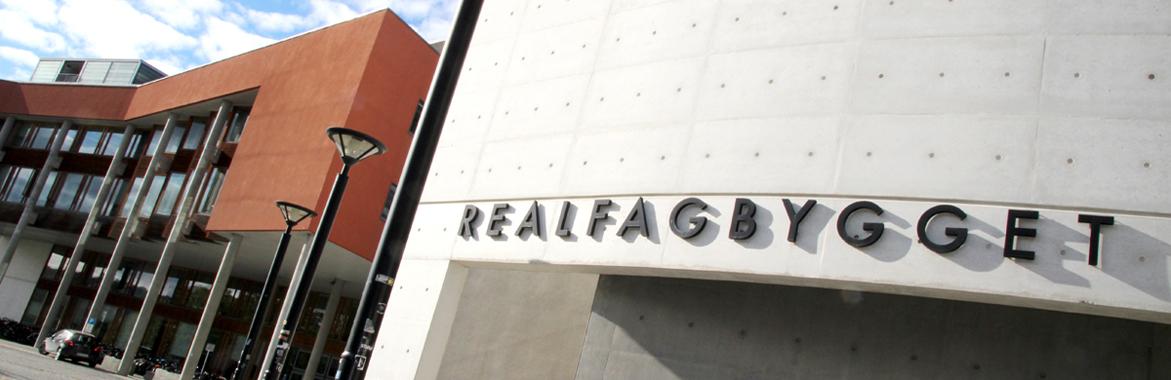 Bilde av Realfagbygget hvor Fakultet for naturvitenskap og teknologi holder til