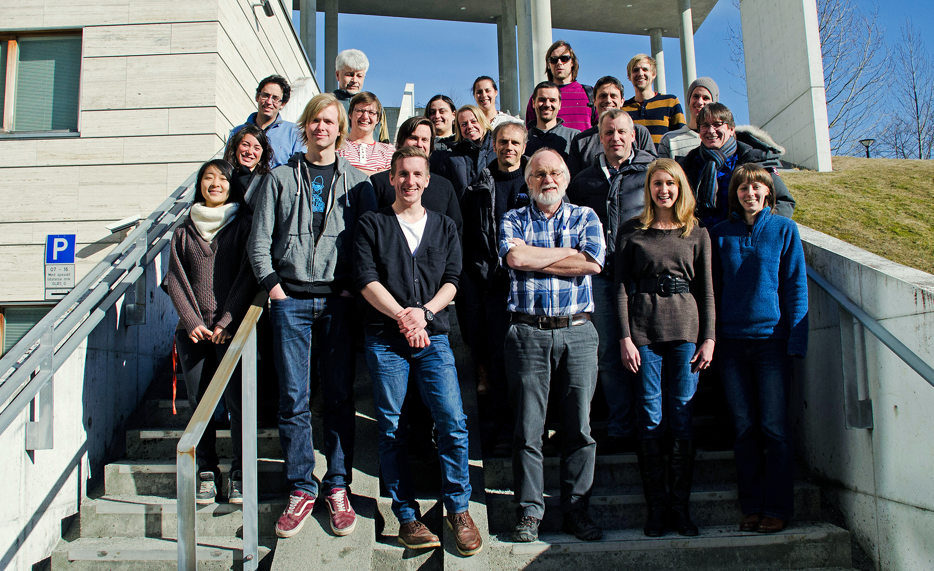 Participants in the kittiwake workshop; Front row from left: Solveig Nilsen, Vegard Bråthen, Dagfinn Skomsø, Claus Bech, Bethany Nelson and Gail Robertson. Second row from left: Sabrina Tartu, Børge Moe, Olivier Chastel, Jan Ove Bustnes, Geir Wing Gabrielsen. Third row from left: Frédéric Angelier, Martin Kristiansen, Elin Noreen, Sébastien Deschamps, Jorg Welcker and Oddvar Heggøy. Back row from left: Sasha Kitaysky, Rebecca Young, Alexis Will, Simone Vincenzi and Jannik Schultner.