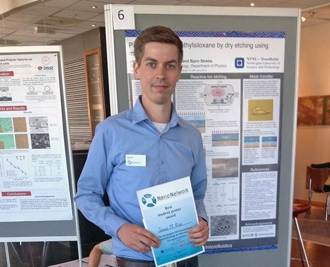 "Jonas Ribe in front of his winning poster ""Patterning polydimethylsiloxane by dry etching using metal hard masks"". Photo: Berit Myhre"