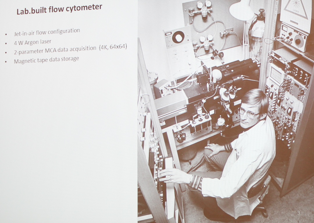 Tore Lindmo with the lab. built flow cytometer