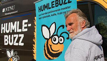Reidar Andersen med humlebuzz jakke Foto NTNU Vitenskapsmuseet