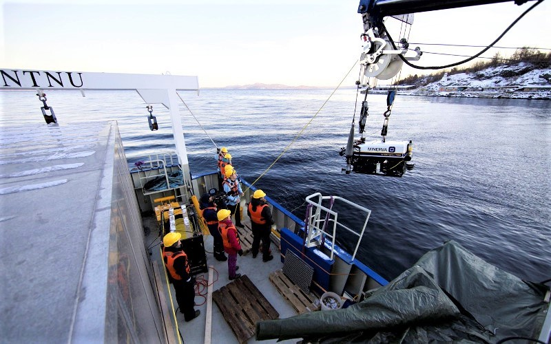 Deployment of the ROV Minerva from our research vessel RV Gunnerus. Photo: NTNU AURlab