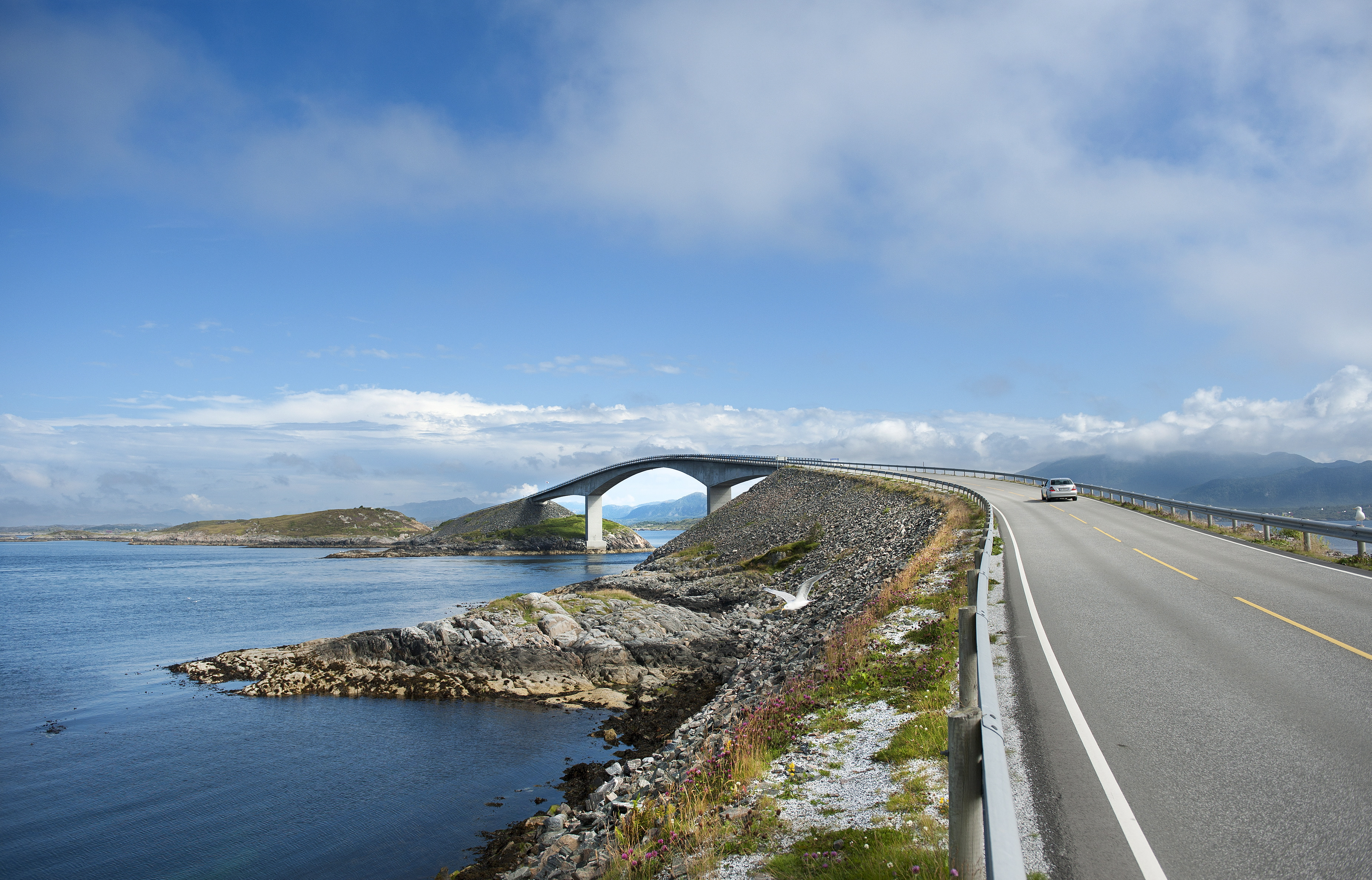 Excursion: The Atlantic Road, voted among the world's most beautiful drives. Photo Roger Ellingsen Statens vegvesen