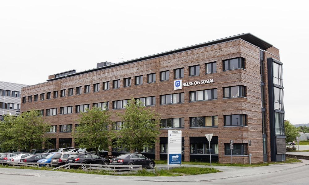 Bygningen der biblioteket Tungasletta er lokalisert. Foto.