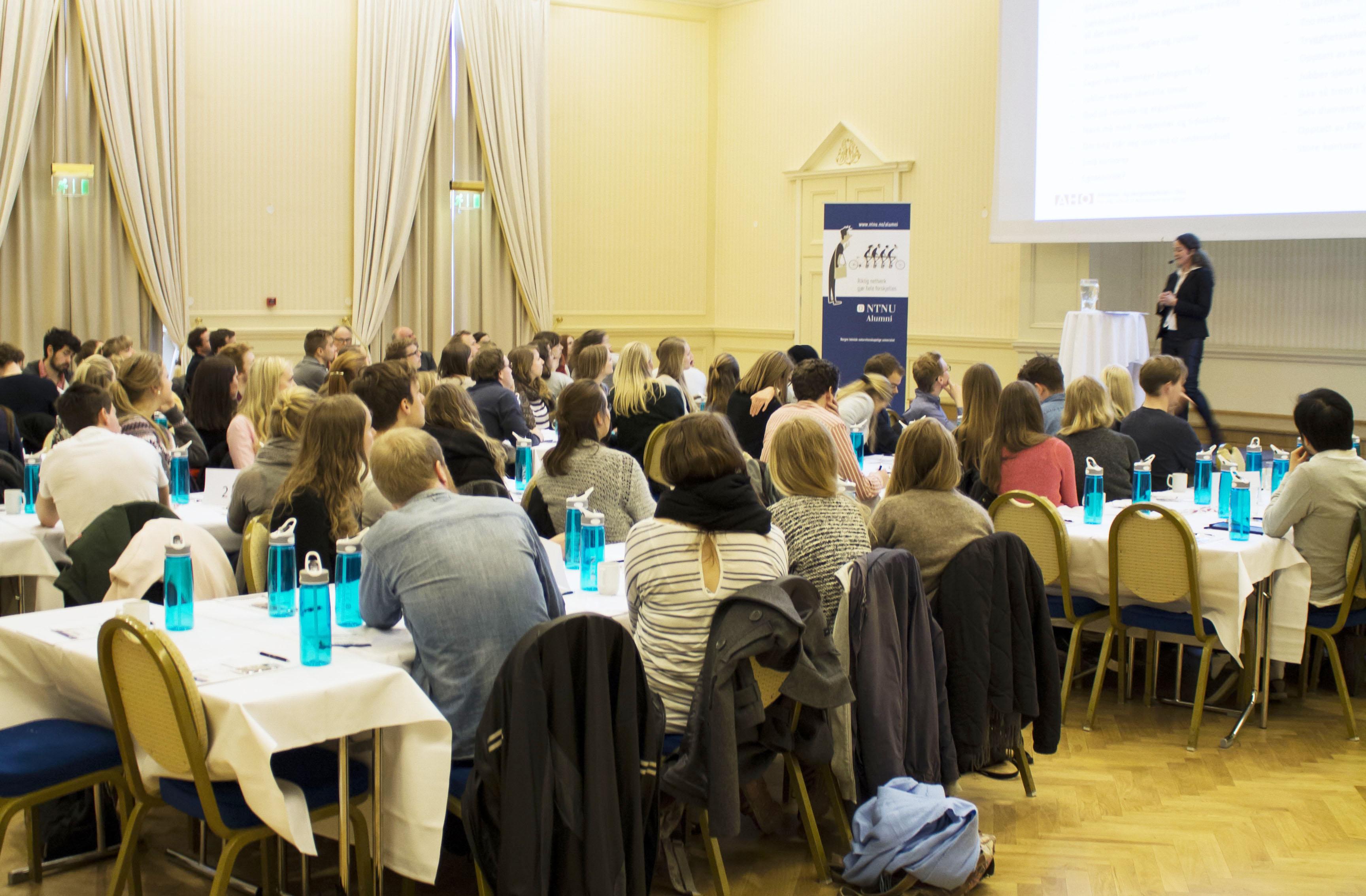Alumn foreleser for studenter på Britannia