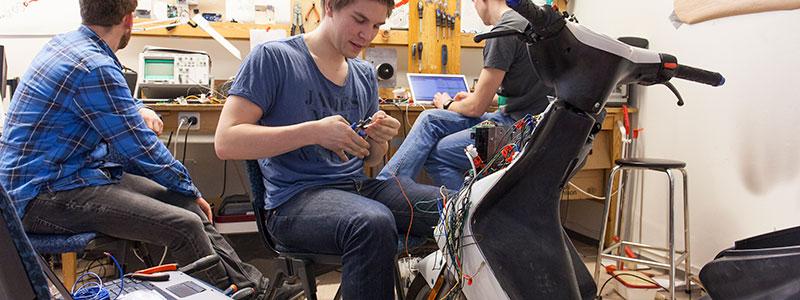 Elektroingeniør_Reparerer_Undervisning