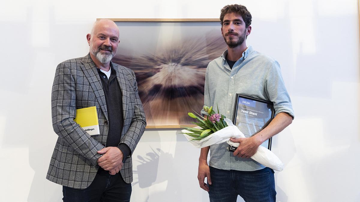 Fredrik Shetelig (dekan Fakultet for arkitektur og billedkunst, NTNU) og Yanir Shani (fotokunstner og NTNU-kunstner 2018). Foto: Susann Jamtøy