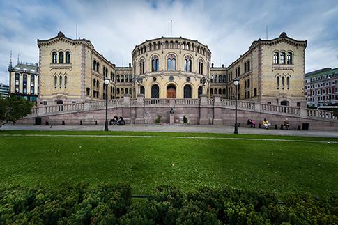 Forsiden av Stortinget.