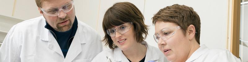 Forskere i laboratorium
