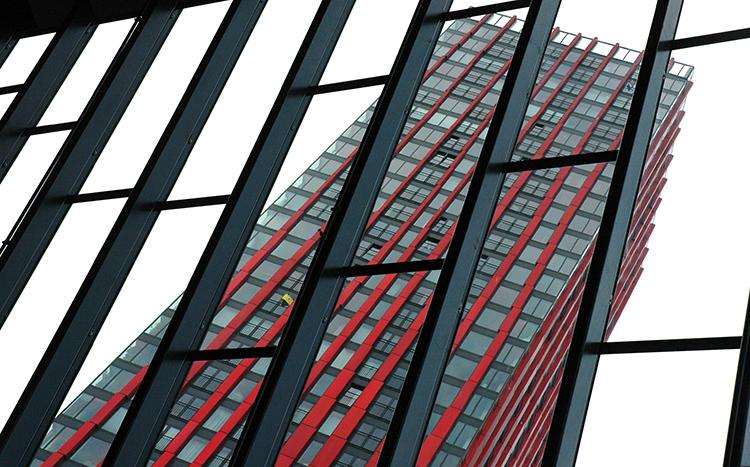 Moderne bygg i stål, glass og betong.