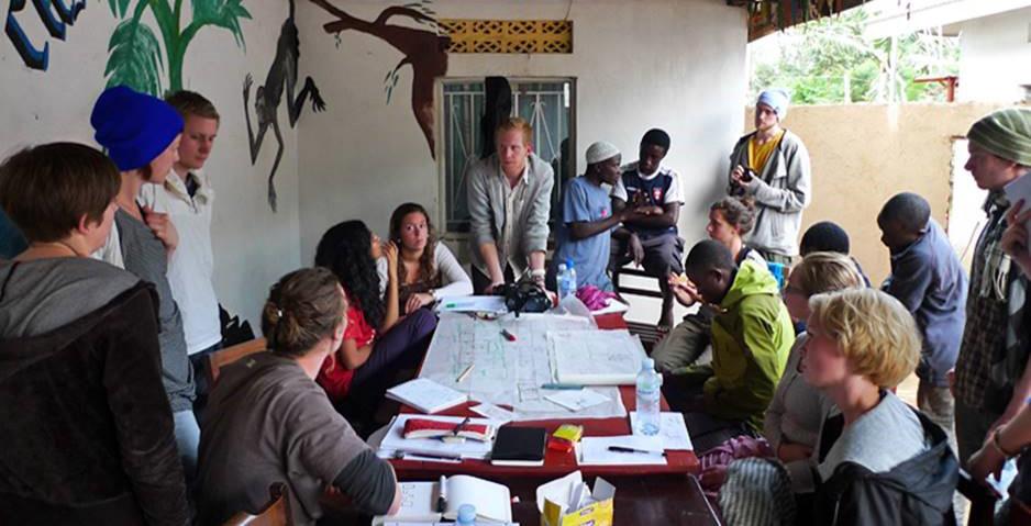 Studenter på feltarbeid i Afrika