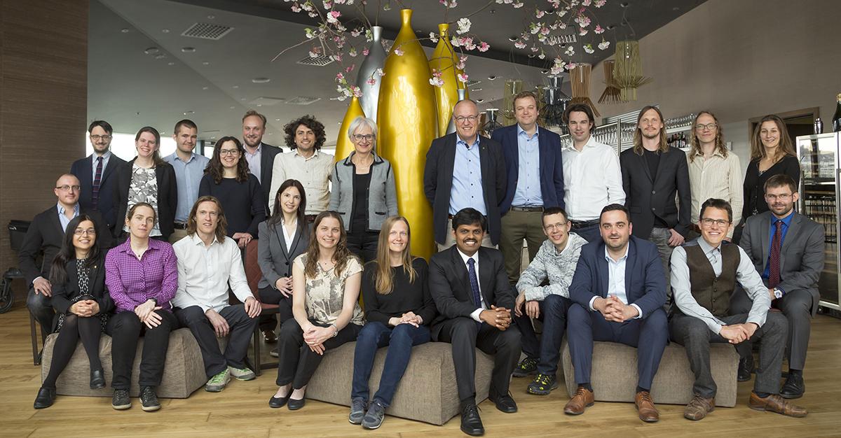 Deltakere i Stjerneprogrammet 2017-2021 sammen med rektor Gunnar Bovim og prorektor for forskning Kari Melby