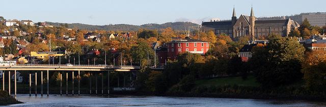 Foto av hovedbygningen på NTNU i Trondheim.