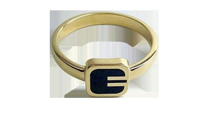 Ring. Foto: Gullsmed Karlgård