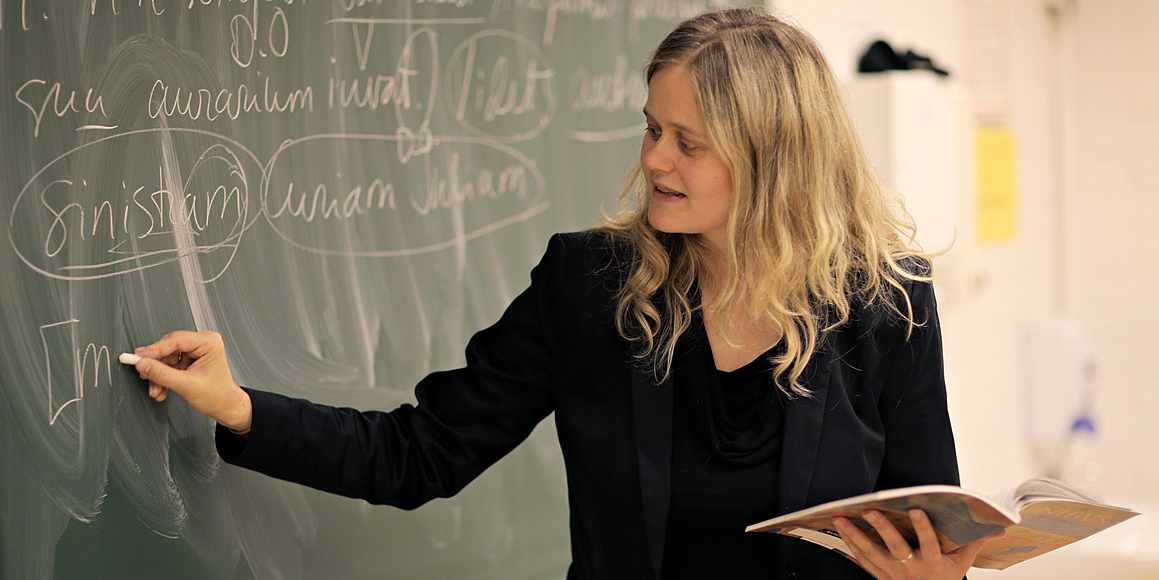 Thea Thorsen underviser.