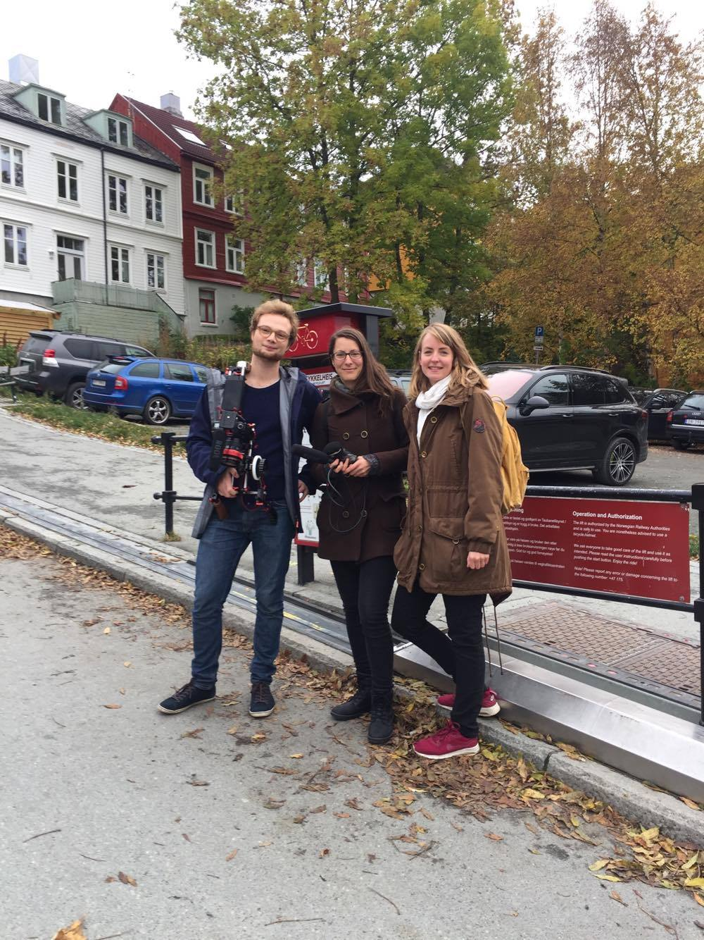 Photo of Jonas Hustad, Ivana Suboticki and Lina Ingeborgrud besides Trampe the bicycle lift in Trondheim