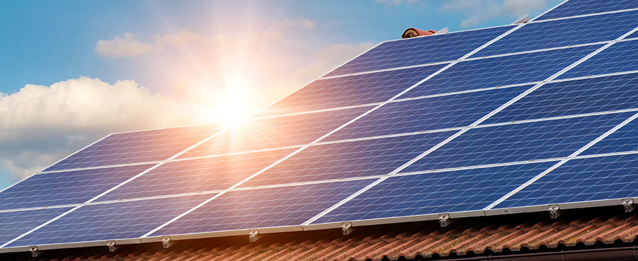Solceller og panel på tak